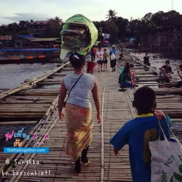 ภาพซ่อมสะพานมอญ สังขละบุรี พัง เมื่อปี 2556 2