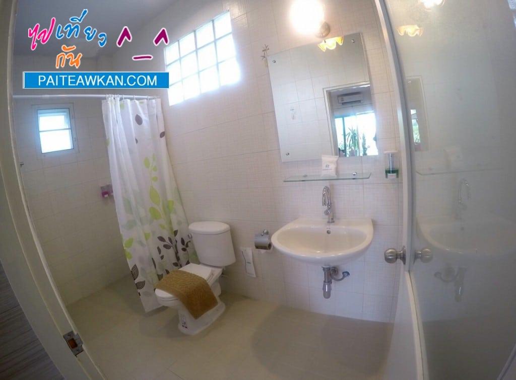 ห้องน้ำพร้อมเครื่องทำน้ำอุ่น