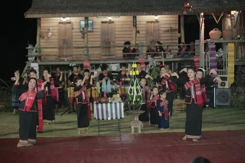 สกลนคร : ท่องเที่ยวเชิงวัฒนธรรม ๓ เส้นทาง ๑๐ ผลิตภัณฑ์ทางวัฒนธรรม 13